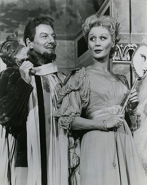 John Gielgud and Margaret Leighton in <em>Much Ado About Nothing</em>, 1959.